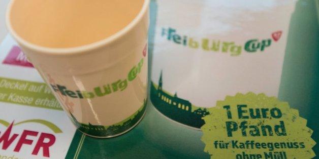 Die Stadt Freiburg hat ein Mehrwegsystem für To-go-Becher eingeführt