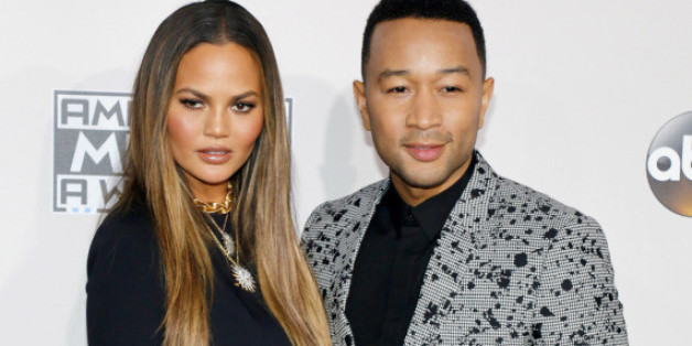 Chrissy Teigen und ihr Ehemann John Legend auf dem roten Teppich der American Music Awards