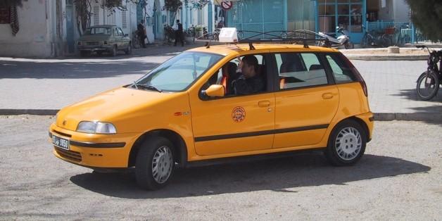 (GERMANY OUT) Taxi in der tunesischen Inselhauptstadt Houmt Souk Taxi; Tunesien . (Photo by Heuser/ullstein bild via Getty Images)
