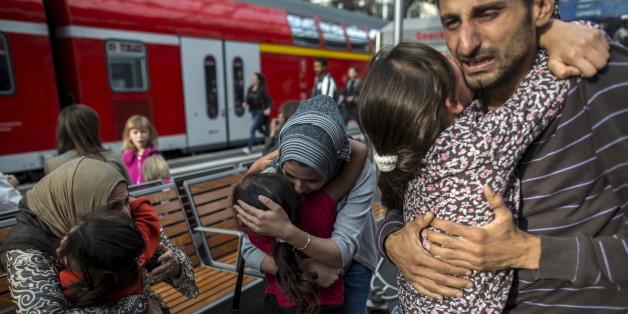 Syrische Flüchtlinge am Bahnhof von Lübeck