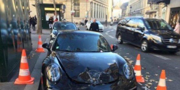 Il gare mal sa Porsche, elle se fait exploser par les démineurs