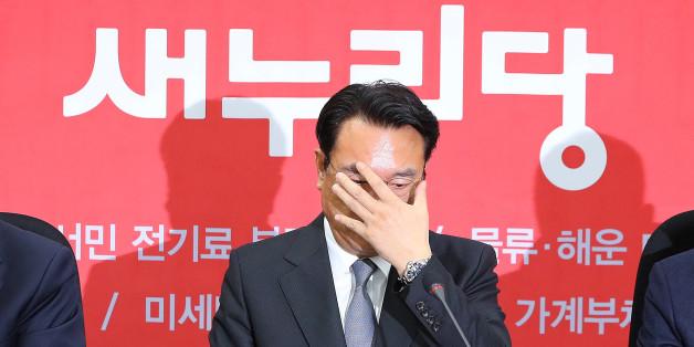 새누리당 정진석 원내대표가 22일 오전 국회에서 열린 원내대책회의에서 발언을 마친 뒤 생각에 잠겨 있다.