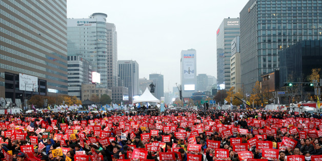 People chant slogans during a protest calling South Korean President Park Geun-hye to step down in Seoul, South Korea, November 19, 2016. REUTERS/Kim Hong-Ji