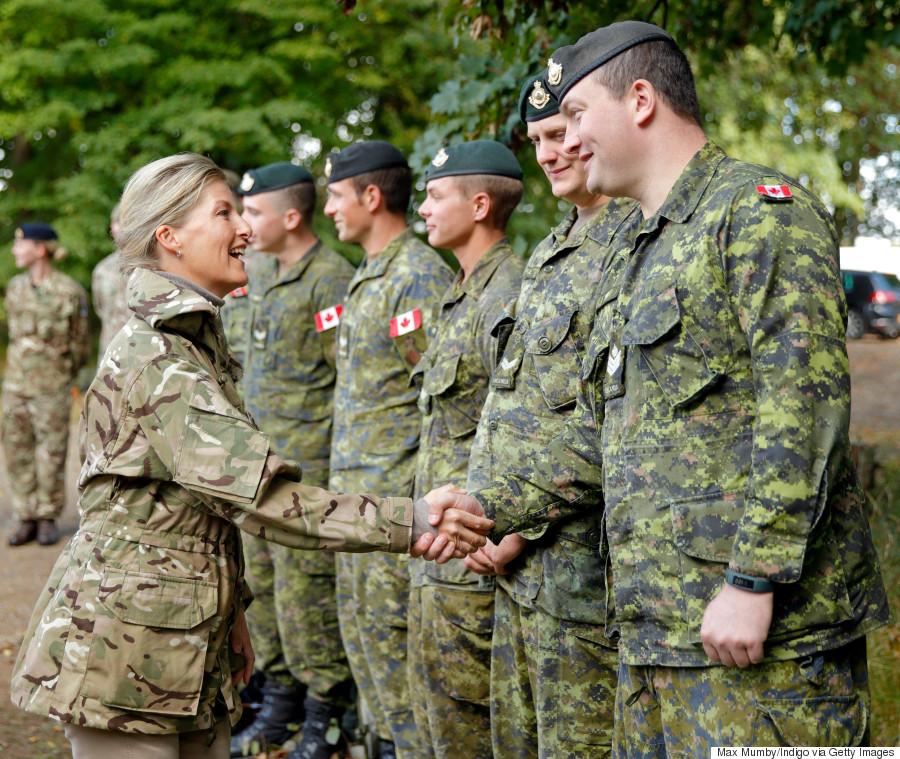 Dix-huit militaires canadiens se sont suicidés en 2015