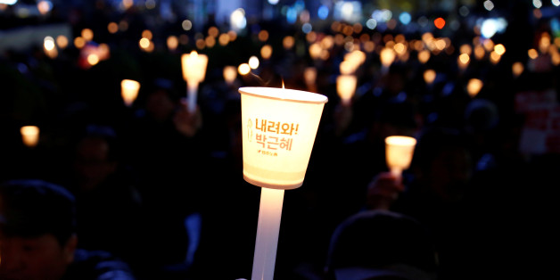 Protesters shout slogans at a candlelight protest demanding South Korean President Park Geun-hye step down over a recent influence-peddling scandal in central Seoul, South Korea, November 16, 2016. REUTERS/Kim Kyung-Hoon