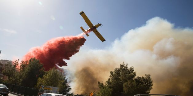 An Israeli firefighter plane helps extinguish a bushfire in the northern Israeli port city of Haifa on November 24, 2016.Hundreds of Israelis fled their homes on the outskirts of the country's third city Haifa with others trapped inside as firefighters struggled to control raging bushfires, officials said. / AFP / Jack GUEZ        (Photo credit should read JACK GUEZ/AFP/Getty Images)
