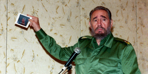 """Cuba's President Fidel Castro shows a photograph of Cuban anti-Castro activist Luis Posada Carriles while addressing the media in Panama City in this November 18, 2000 file photograph. Carriles, a former CIA operative and one of the two anti-Castro Cuban exiles accused of plotting a bomb attack from Caracas, has been held in Texas since May, 2005 for illegally sneaking into the United States. But Havana expects the man it labels """"Latin America's bin Laden"""" to soon walk free because he has become a political hot potato for the Bush administration. Picture taken November 18, 2000.   REUTERS/Prensa Latina (PANAMA)"""