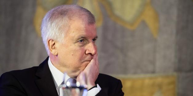 Seehofer erleidet Schwächeanfall bei Treffen in der Staatskanzlei