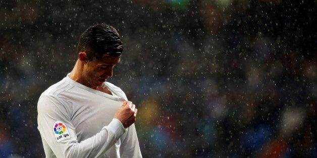 Football Socer - Real Madrid v Sporting Gijon - Spanish La Liga Santander - Santiago Bernabeu Stadium, Madrid, Spain - 26/11/16. Real Madrid's Cristiano Ronaldo reacts. REUTERS/Susana Vera