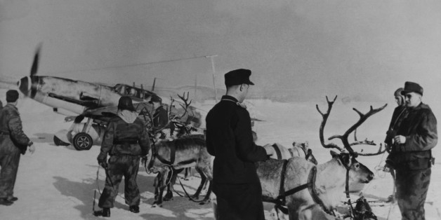 UNSPECIFIED - APRIL 06:  Mountain Fighters Visiting Hunters From The Freezing Sea In Arctic On April 6Th 1944  (Photo by Keystone-France/Gamma-Keystone via Getty Images)