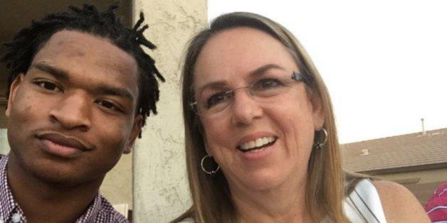 Elle se trompe de petit-fils pour Thanksgiving mais fait une superbe rencontre