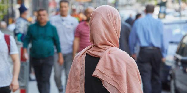 Ein deutsche Muslimin mit Kopftuch