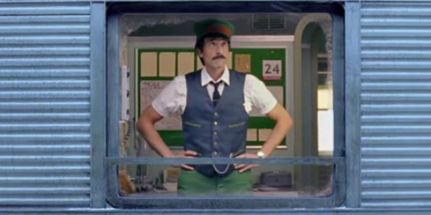 Kultregisseur Wes Anderson drehte für H&M einen Weihnachtsfilm. Die Hauptrolle des Zugführers übernahm Oscar-Preisträger Adrien Brody.