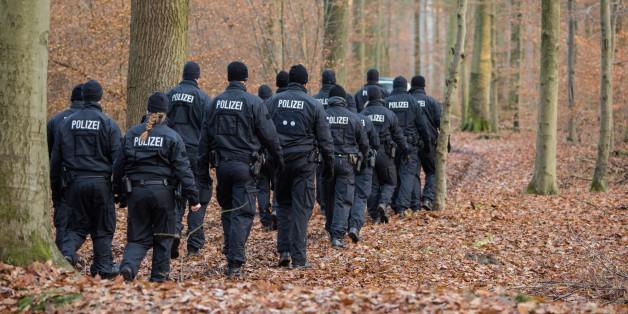 Die Hamburger Polizei hat im Sachsenwald eine Frauenleiche entdeckt