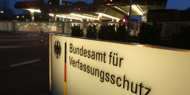 Germany's intelligence agency Verfassungsschutz is pictured during a visit by German Interior Minister Thomas de Maiziere to the Federal Office for the Protection of the Constitution in Cologne February 4, 2014.   REUTERS/Ina Fassbender  (GERMANY - Tags: POLITICS)