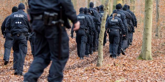 Polizisten im Sachsenwald