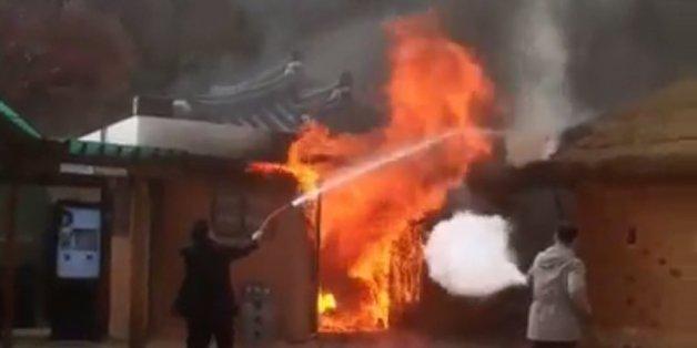 페이스북의 한 사용자가 촬영한 박정희 전 대통령 생가 화재 현장의 모습