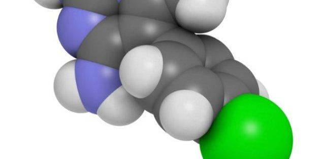 La substance active Pyrimethamine a été reconstituée par des étudiants. Les atomes représentés sont l'hydrogène (blanc), carbone (gris), chlorine (vert), nitrogène (bleu).