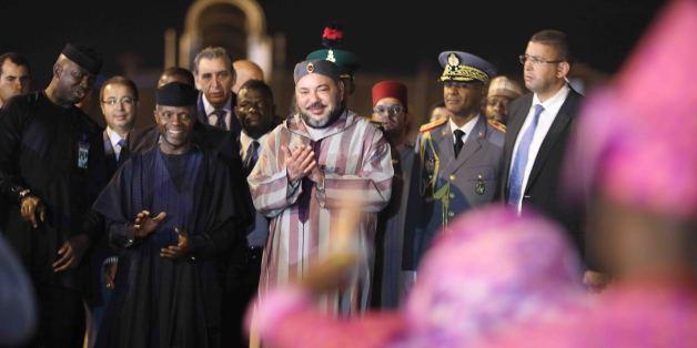Le roi Mohammed VI à son arrivée à Abuja