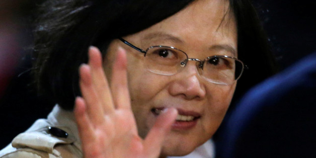 Taiwan's President Tsai Ing-wen gestures after her arrival at the Silvio Pettirossi International airport in Luque, Paraguay, June 27, 2016.  REUTERS/Jorge Adorno