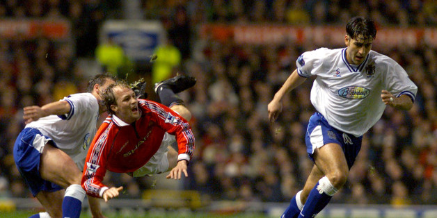 Manchester United's Dutch player Jordi Cruyff (2L) is tackled by first division club Bury's Dean Barrick (L) with team mate Andy Woodward October 28. The game at Old Trafford is part of the Worthington Cup.DC