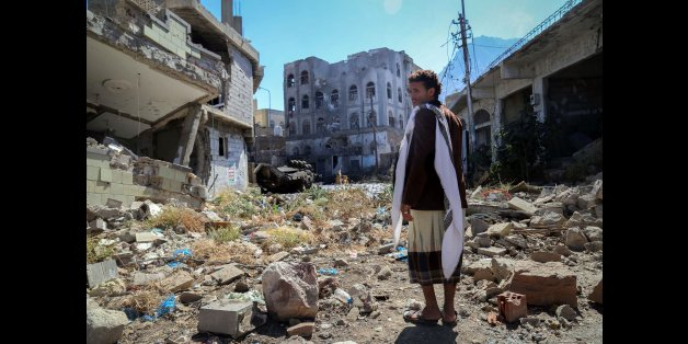 TOPSHOT - A Yemeni man inspects the damage on a street following clashes between pro-government militants, loyal to President Abedrabbo Mansour Hadi, and Shiite Huthi rebels on November 22, 2016 in the country's third-city Taez. Renewed clashes between Yemeni government forces and rebels killed more than 40 people, military officials said, a day after a fragile 48-hour ceasefire expired without halting the violence. / AFP / AHMAD AL-BASHA        (Photo credit should read AHMAD AL-BASHA/AFP/Getty Images)