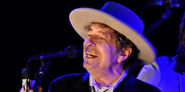 Bob Dylan performt auf der Bühne