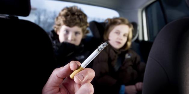 Das Rauchen in Autos im Beisein von Kindern wurde in Schottland verboten.