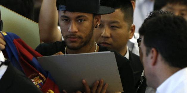 Football Leaks: 77 euros par autographe pour Neymar, une prime de défaite pour Lloris... les clauses surprenantes révélées