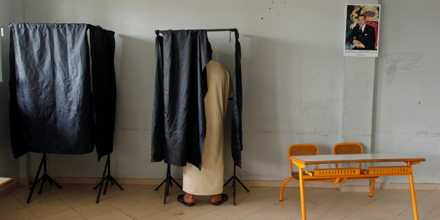 A voter casts his ballot at a polling station in Rabat, Morocco October 7, 2016. REUTERS/Youssef Boudlal