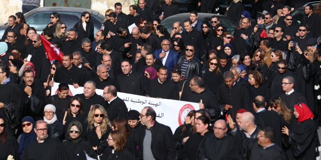 Tunisian lawyers demonstrate against the government's proposed new taxes, near the courthouse in Tunis, Tunisia December 6, 2016.  REUTERS/Zoubeir Souissi