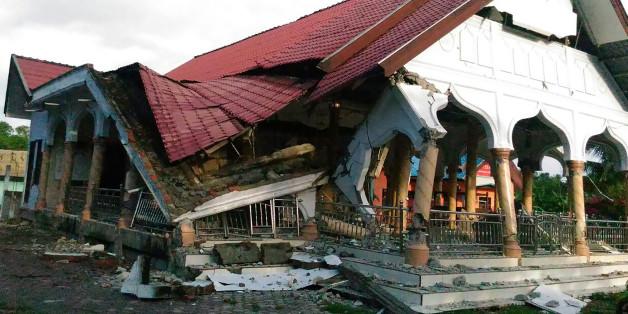 Ein beschädigtes gebäude in Pidie in Indonesiens Provinz Aceh