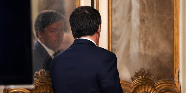 Italian Prime Minister Matteo Renzi looks at himself in a mirror at the end of a news conference to mark his 1000 days in government in Rome, Italy, November 18, 2016. REUTERS/Stefano Rellandini