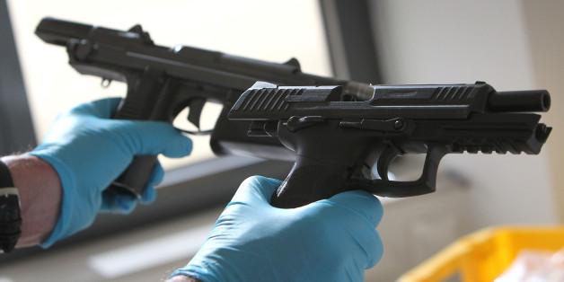 Deutsche kaufen zunehmend Waffen im Internet