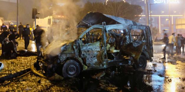 Zwei Bombenanschläge haben am Samstagabend Istanbul erschüttert