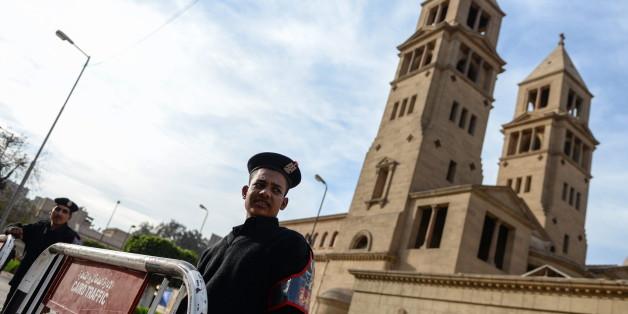 Bei einer Explosion nahe der Sankt Markus-Kathedrale in Kairo sind am Sonntag dem Gesundheitsministerium zufolge mindestens 20 Menschen getötet worden.