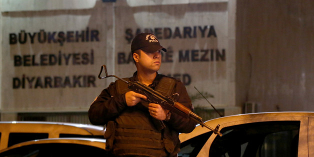 A riot policeman stands guard in front of the Metropolitan Municipality headquarters in the Kurdish-dominated southeastern city of Diyarbakir, Turkey, October 25, 2016. Picture taken October 25, 2016. REUTERS/Sertac Kayar