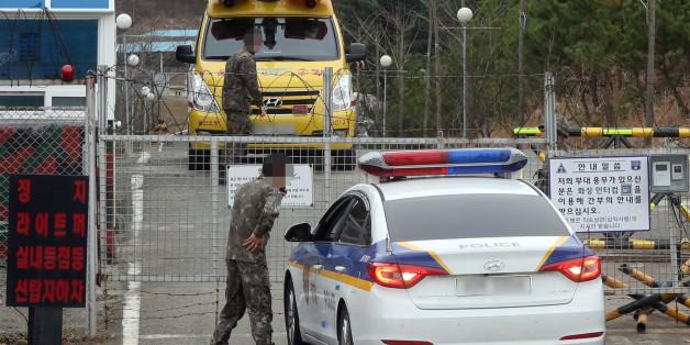 13일 오전 울산시 북구 신현동의 한 군부대에서 폭발로 추정되는 사고가 발생했다. 사고가 발생한 군부대로 경찰이 들어가고 있다.