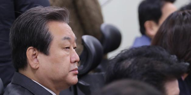 새누리당 김무성 전 대표가 13일 오전 국회 의원회관에서 열린 비상시국위원회 회의에 참석해 있다.