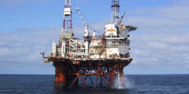 The North Sea oil platform Thistle Alpha is seen in this undated handout photograph, received in London on November 25, 2007. The  platform was briefly evacuated on Sunday after a fire broke out on board, rescue officials said.  Ninety of the 159 people on board the Thistle Alpha were  evacuated, and were able to return to the rig operated by Swedish-based Lundin Petroleum after the blaze was extinguished, rescue officials said.   REUTERS/Petrofac/Handout    (BRITAIN).  EDITORIAL USE ONLY. NOT FOR SALE FOR MARKETING OR ADVERTISING CAMPAIGNS.