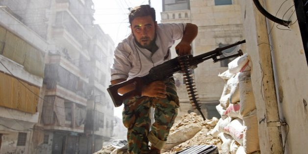 """Les combats reprennent à Alep, l'évacuation des civils """"suspendue"""""""