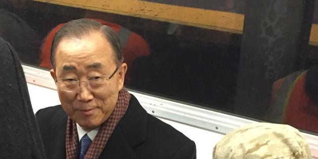 반기문 전 유엔 사무총장이 작년 12월 이례적으로 뉴욕 지하철을 탔던 모습.