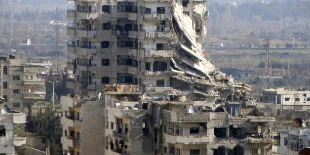 L'évacuation des rebelles blessés et civils d'Alep en Syrie est suspendue