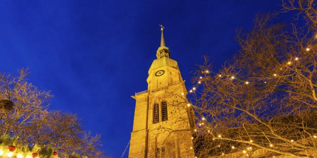 Rechtsextremisten verbarrikadierten sich im Turm der Reinoldikirche in Dortmund.