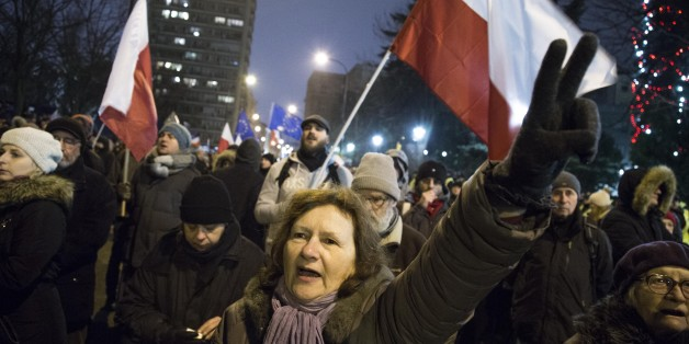Eine Frau demonstriert vor dem Parlament am 17. Dezember