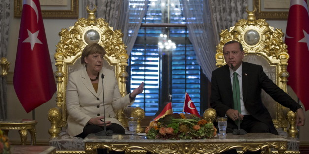 German Chancellor Angela Merkel (L) talks after her meeting with Turkish President Tayyip Erdogan in Istanbul, Turkey, October 18, 2015. Erdogan said on Sunday he had asked Merkel, who is visiting Istanbul, as well as France, Britain and Spain for support on accelerating Turkey's bid for membership of the European Union. REUTERS/Tolga Bozoglu/Pool