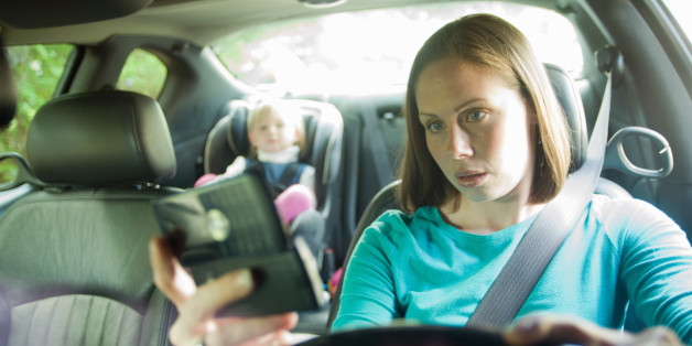 distracted driver texting while in car