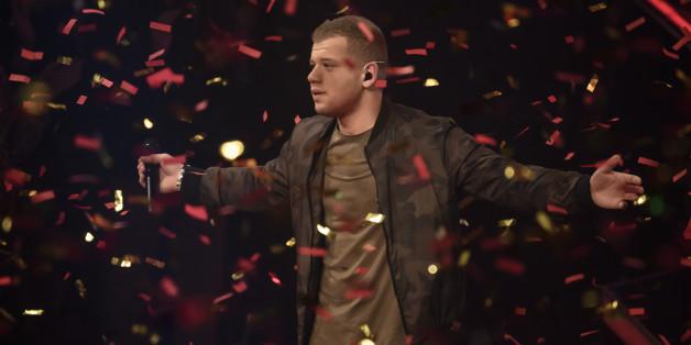 """Tay Schmedtmann feiert seinen Sieg bei """"The Voice of Germany"""" am Sonntag"""