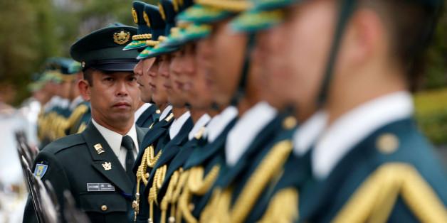 Members of Japan's Self-Defence Force's honour guard prepare for a ceremony for U.S. Defense Secretary Ash Carter at the Defense Ministry in Tokyo, Japan, December 7, 2016.   REUTERS/Toru Hanai