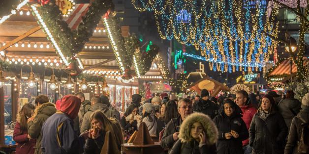 Der wiedereröffnete Weihnachtsmarkt am Breitscheidplatz in Berlin